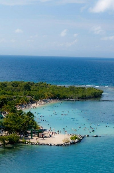 picture from cruise ship of beach at maghogany bay carnival cruise port at roatan honduras
